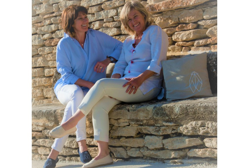 Who are we ?  2 friends who love the Provence way of life and its emblem : the cicada !